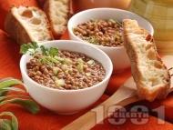 Леща с хрупкави хлебчета, целина и мариновани сушени домати